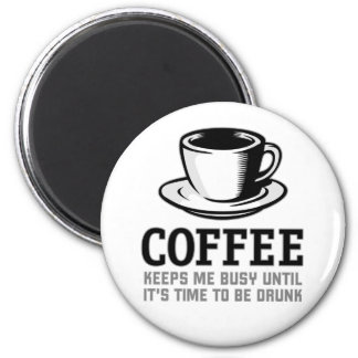 Coffee Keeps me Busy until it's time to be Drunk 6 Cm Round Magnet