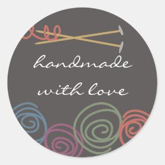 colourful yarn balls knitting needles gift tag round sticker