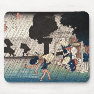 Cool japanese vintage ukiyo-e rainy day scene mouse pad