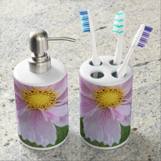 Cosmos - Pale Pink & Green --- Bath Accessory Sets