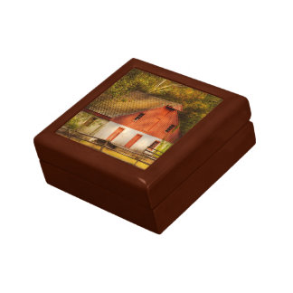 Country - Barn - Out to pasture Gift Box