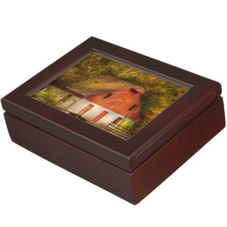 Country - Barn - Out to pasture Keepsake Box
