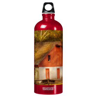 Country - Barn - Out to pasture Water Bottle