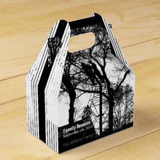 Couple between Tree Trend Family Reunion Favor Box
