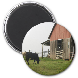 cow and barn 6 cm round magnet