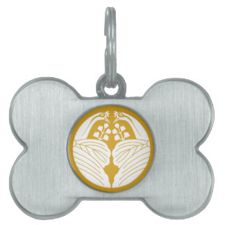 Crane dividing paulownia pet name tag