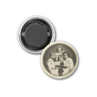 Creepy Victorian Child Red Eyes Vintage Portrait 3 Cm Round Magnet