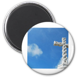 Cross in clouds and blue sky 6 cm round magnet
