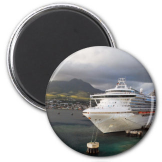 Cruise ship in port 6 cm round magnet