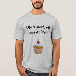 Cupcake: Life is short, eat dessert first! T-Shirt