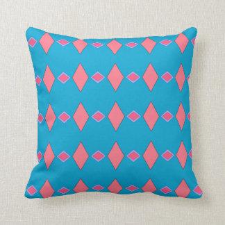 Cushion melts blue céruléen, reason pink rhombuses cushion