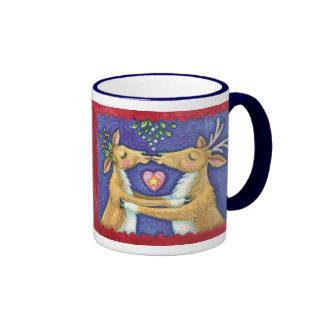 Cute Christmas Reindeer, Romantic Kiss w Mistletoe Ringer Mug