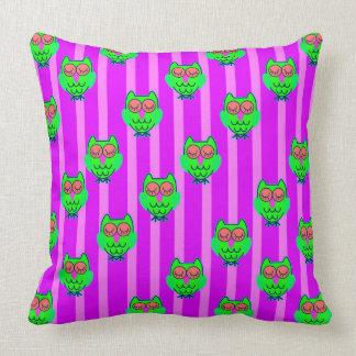 Cute green owls seamless pattern throw pillow