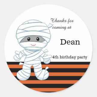 Cute mummy boy classic round sticker