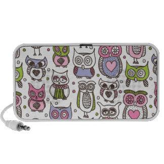 Cute retro owl doodle speaker