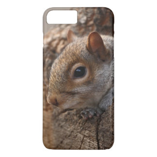 Cute squirrel looks out of her hole iPhone 7 plus case