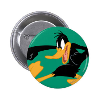 DAFFY DUCK™ Swinging a Punch 6 Cm Round Badge