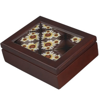 Daisies on brown monogrammed keepsake box