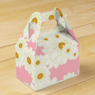 Daisies on pink favour box