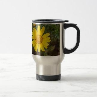 Daisy flower cu yellow travel mug