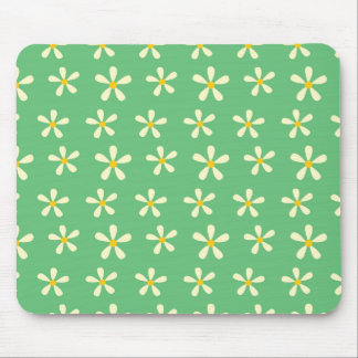Daisy Pattern Yellow & White Daisies on Green Mouse Pad