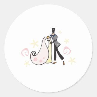 Dancing wedding couple round sticker