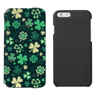 Dark green St Patrick lucky shamrock pattern Incipio Watson™ iPhone 6 Wallet Case