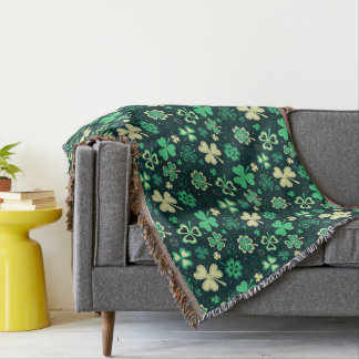 Dark green St Patrick lucky shamrock pattern Throw Blanket