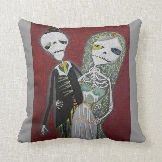 Day Of The Dead Wedding Couple American MoJo Pillo Throw Pillow