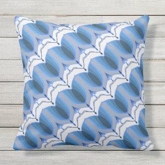 Deco stripes on the diagonal outdoor cushion