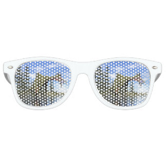 Deinocheirus dinosaur fishing - 3D render Retro Sunglasses