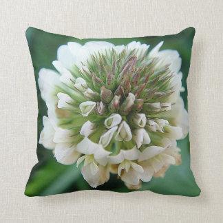 Dekokissen green-white Kleeblüte Pillow