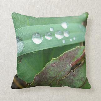 Dekokissen water drop on grass cushion
