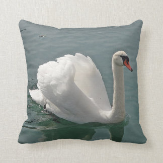 Dekokissen white swan throw pillow