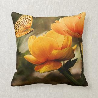 Dekokissen with flowers cushion