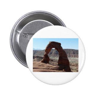 delicate arch 6 cm round badge