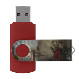DENTIST - S.B. Johnston, Dentist 1919 Swivel USB 2.0 Flash Drive