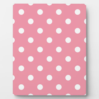 Design dots white on pink sweet plaque