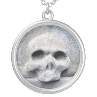 Design Round Pendant Necklace