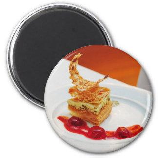 Dessert in restaurant 6 cm round magnet