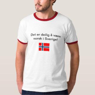 Det er deilig å være norsk i sverige T-Shirt