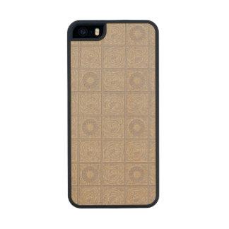 Diaper design for wallpaper, 1883 carved® maple iPhone 5 slim case