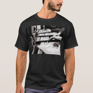 DIGGING THE CRATES T-Shirt