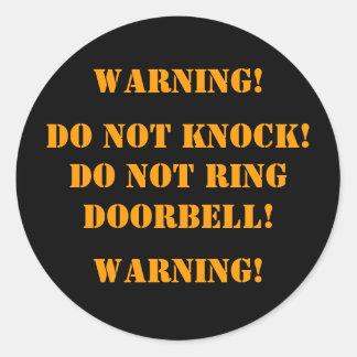 DO NOT KNOCK! DO NOT RINGDOORBELL! , WARNING!, ... CLASSIC ROUND STICKER