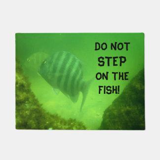 DO NOT STEP ON THE FISH Fun Fish Swimming Ocean Doormat