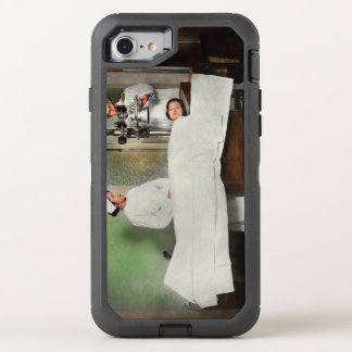 Doctor - Xray - Getting my head examined 1920 OtterBox Defender iPhone 8/7 Case