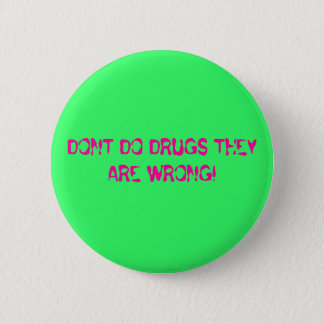 DONT DO DRUGS THEY ARE WRONG! 6 CM ROUND BADGE
