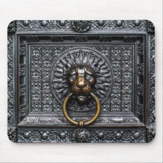 Doorknocker Lion - Black / Gold Mouse Pad
