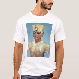 Dummy' of the young Tutankhamun  wearing T-Shirt
