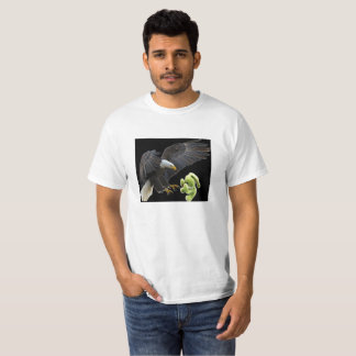Eagle scares to a teddy T-Shirt